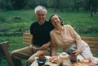 S manželem Jaromírem na chalupě, 1995