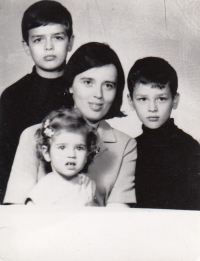 S dětmi - pasové foto do Turecka, 1969