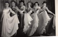 Předtančení na stavařském plese, 1955