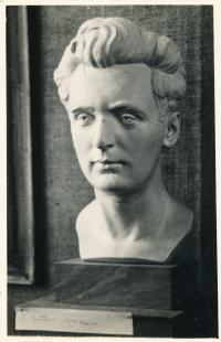 Busta Zdeňka Hubáčka, jak ji vytvořil jeho otec sochař