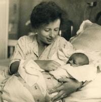 Anna Smržová s malou Hanou, 1937