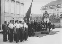 Prezident E. Beneš přihlíží průvodu sokolů u příležitosti IV. všesokolských her, 11. 6. 1938, foto ČTK