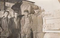 Zdeněk Kalenský (vpravo) s kolegy při stavbě vodní nádrže Lipno (2. polovina 50. let 20. století)