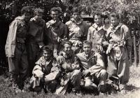 Jiří Lexa (první zprava dole) s dobrovolnými hasiči Závodu 6 VŽKG v Ostravě, cca 1959