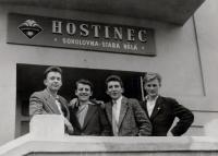 Jiří Lexa (první zleva) s kamarády, cca 1958