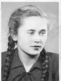 Annina sestra Mária ako 20-ročná po návrate z väzenia, 1954
