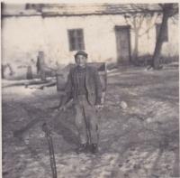 Bratr Jiří na statku v Cetuli, 1951
