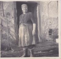 Paní Stuchlíková, která bydlela na statku v Cetuli, 1951