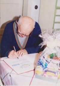 Vojtech Bunda počas osláv svojich 90. narodenín