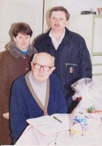 Vojtech Bunda so starostom Bošáce počas oslavy svojej 90tky