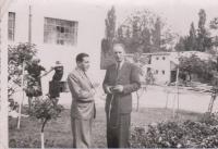 Otec Vojtech počas prijímania návštevy