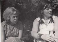 Veronika Mrázková, Hana Junová, Horní Palata, červen 1964