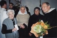 Sestry Kováčové a páter Juraj Gabura pri príležitosti jeho 90. narodenín, 2005. Zľava pátrova sestra Želmíra Gaburová; Anna Daňková, rod. Kováčová; Mária Mičáňová, rod. Kováčová; Juraj Gabura