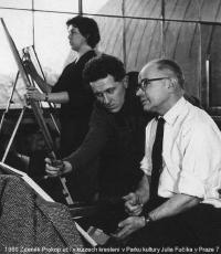 1960, Zdeněk Prokop učí vkurzech kreslení vParku kultury Julia Fučíka vPraze 7