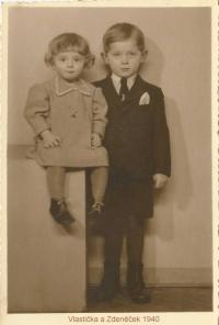 Vroce 1940 se sestrou Vlastičkou.