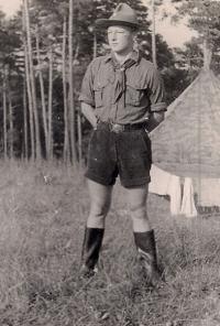František Tomšíček ve skautském kroji