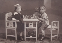 Edith a Rudolf Fischovi na snímku z dětských let