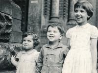 Se staršími sourozenci Annou a Antonínem