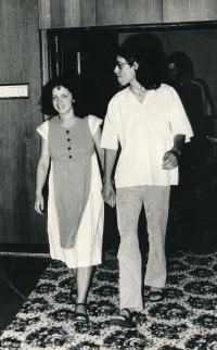 Občanský svatební obřad v kulturním domě na Malvazinkách, 1982