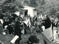 Svatební oslava, 1982