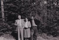 Leo Melcer s manželkou Edith a Karlem Hahnem