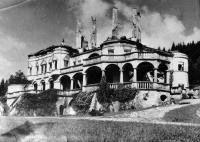 Kuneradský zámok po požiari v roku 1944