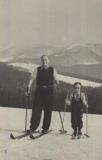 Pamětnice s otcem, Beskydy