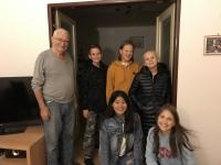 Otto Šplíchal s dětmi ze ZŠ Palmovka v rámci projektu Příběhy našich sousedů