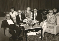 Bad Ragaz, Švýcarsko, 1967: zleva Max Brod, Jiřina Nováková, Otto Hoffe, babička Ida Waldes, strýc Harry, Ilse Hoffe - sekretářka Maxe Broda