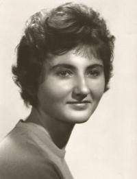Jiřina Nováková, maturitní fotografie - SVVŠ Botičská, Praha 1963