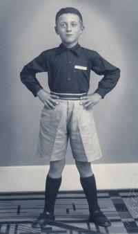 Bedřich Boršek v 6 letech, kdy začal cvičit v Sokole, 1934