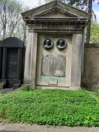 Náhrobek rodiny Waldesových na Novém židovském hřbitově
