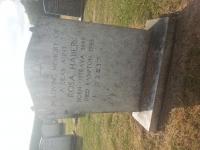 Hrob Růženy Haberové, tety paní Bursové. Vyfoceno autorem příběhu J. Klůcem v roce 2015.