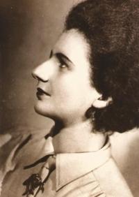 Věra Waldes, maminka Jiřiny Novákové, svatba, Paříž červenec 1945