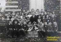 Year 1930, České Dorohostaje, Mr. Brabenec, a teacher with his pupil - Doleček, Vláďa Šána, Pleskot, Milka Hajná, Toník Doležal, Valenta, Puchova, Hajný, Věra Kunášková, Josef Bousek, Mareš, Věra Vaníková, Antonie Vaníková, Milka Stehlíková, Vladimír Tichý, Věra Pazderníková, Máňa Mistrová, Vláďa Pozner, someone from the Pleskots, Václav Širc, Škrc, Leňa Milerová, Stáza Horníková, Gluz, Holátková and Vlaďka Kunášek / Source: archive of Václav Širc