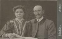 Marie a Otto Hromádkovi, svatební fotografie rodičů Otakara Hromádka, Německý Brod 1906