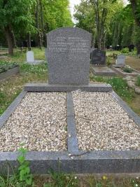 Náhrobek rodičů a sestry Jiřiny Novákové na Novém židovském hřbitově