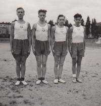 Družstvo Sokol České Budějovice I., pamětník první zleva, cca 17 let, 1945