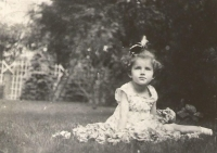 Věra Waldesová, maminka Jiřiny Novákové, v Drážďanech, 1916