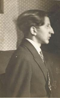 Otakar Hromádko, otec Jiřiny Novákové, maturitní fotografie, Německý Brod 1928