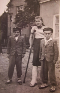 Anna Plesníková s bratry