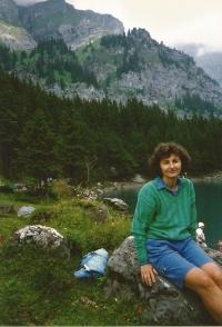 Jiřina Nováková ve Švýcarsku v horách, únor 1991