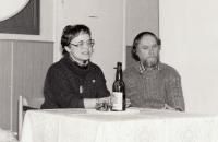 Jana a Otakar, beseda nad knihou Jany Štroblové Úžeh, knihovna Kněžmost