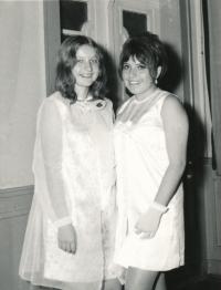 Jindra Lisalová v tanečních, asi 1968