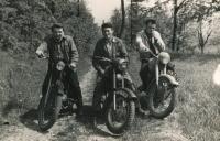 Zdeněk Doležal (vpravo) na výletě na hrad Ronov, cca 1958