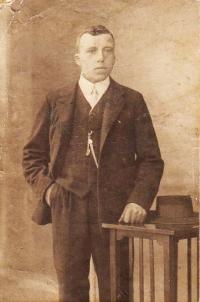 Strýc pamětnice - jeden z bratrů otce Čeňka Zlámala, který pocházel z devíti sourozenců.