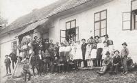 Hostinec v Troubkách; fotografie z období před válkou