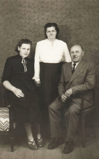 S (adoptivními) rodiči Emilií a Čeňkem Zlámalovými