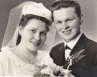 Svatební fotografie - Jaroslava a Miloš Blešovi, 1964
