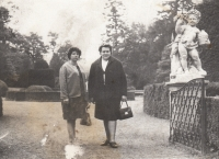 Jaroslava Blešová (vpravo) s Ludmilou Ivanovnou, se kterou si dopisovala